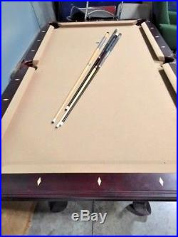 Beautiful Elegant Vintage Billiards Table Pool Table -With 4 Cues & Ball 89x50