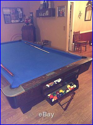 Brunswick Medalist 9 foot Pool Table Excellent Condition Accessories included